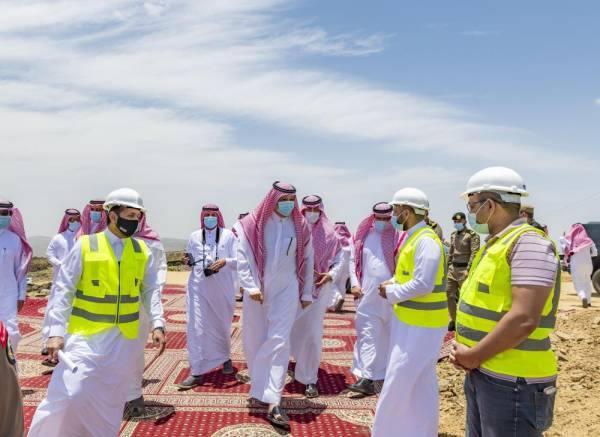 أمير الباحة يتفقد مشاريع تنموية وسياحية ويزور دار الأيتام بمحافظة القرى