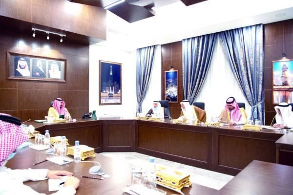 الأمير بدر بن سلطان يطلع على خطط جامعات منطقة مكة