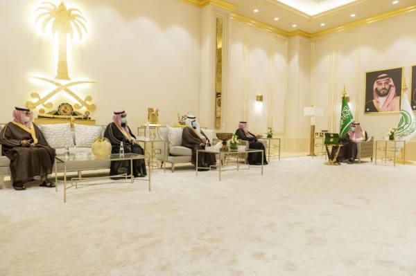 أمير الباحة يتسلم تقريراً عن بداية العام الدراسي الجديد