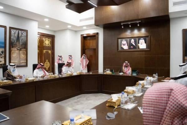 نائب أمير مكة يستعرض استعدادات العام الدراسي المقبل