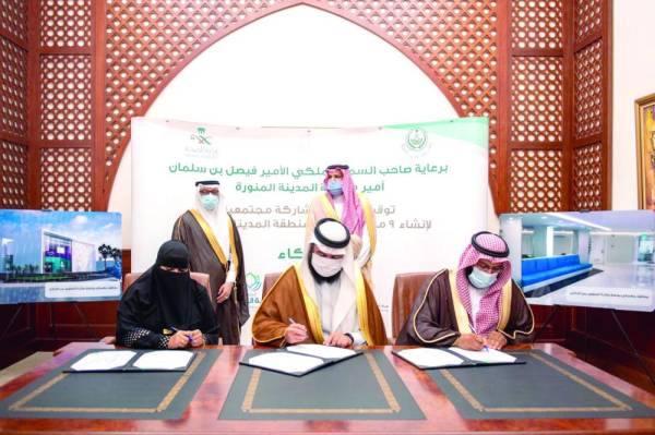 فيصل بن سلمان خلال التوقيع