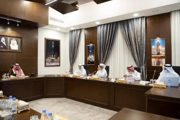 بدر بن سلطان يستعرض سير العمل بالتوسعة الثالثة للحرم