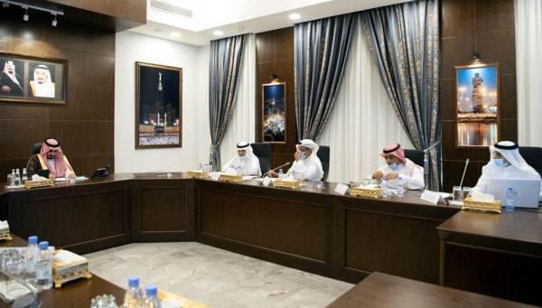 بدر بن سلطان يترأس الاجتماع