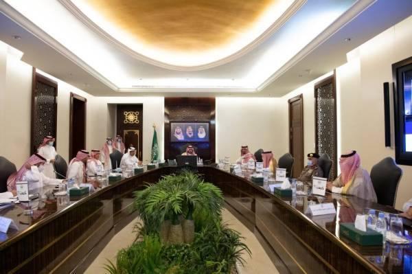 بدر بن سلطان خلال الاجتماع