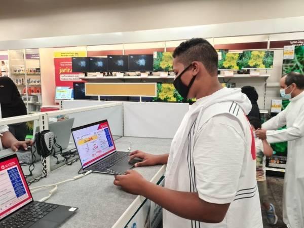 الإقبال على الشراء بالمحلات