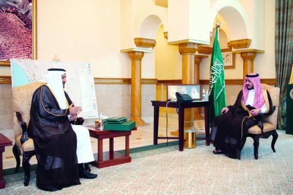 نائب أمير مكة يطلع على استعدادات «التدريب عن بعد»