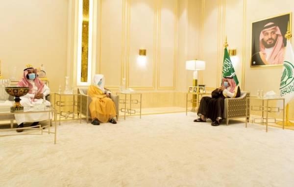 الأمير حسام بن سعود مستقبلا رئيس المحكمة