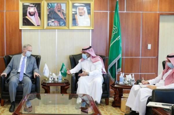 آل جابر وسفير الولايات المتحدة لدى اليمن يؤكدان أهمية تسريع تنفيذ اتفاق الرياض