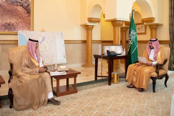 نائب أمير مكة يطلع على المخططات التطويرية للطائف