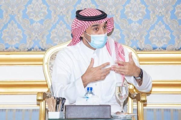 وزير الرياضة يناقش مع رؤساء أندية الباحة سبل تطوير النشاط بالمنطقة