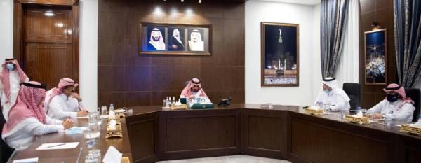 نائب أمير مكة يستعرض الخطط الإستراتيجية لخدمات المياه والصرف الصحي