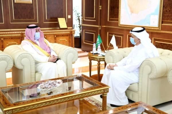 أمير حائل يبحث مع وزير