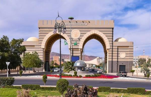 رئيس الجامعة الإسلامية يعتمد الأنشطة الطلابية عن بُعد