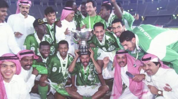 من احتفالات لاعبي الأخضر بالفوز بكأس آسيا 1996