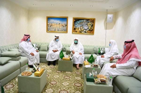 السديس يبحث الخدمات التوجيهية المقدمة لزوار المسجد النبوي الشريف