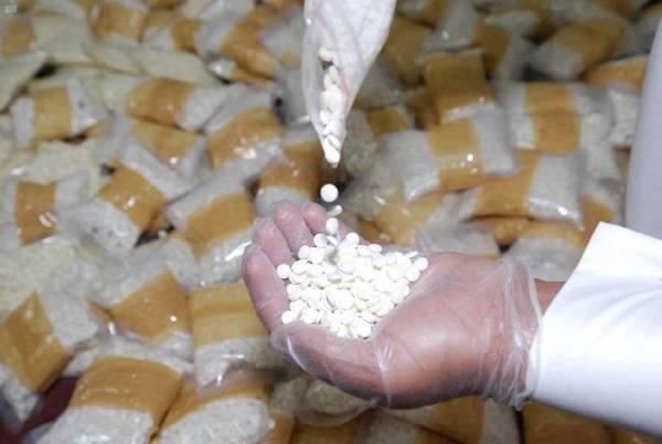 القبض على مواطنَين قاما بترويج 17500 قرص من مادة الامفيتامين المخدرة