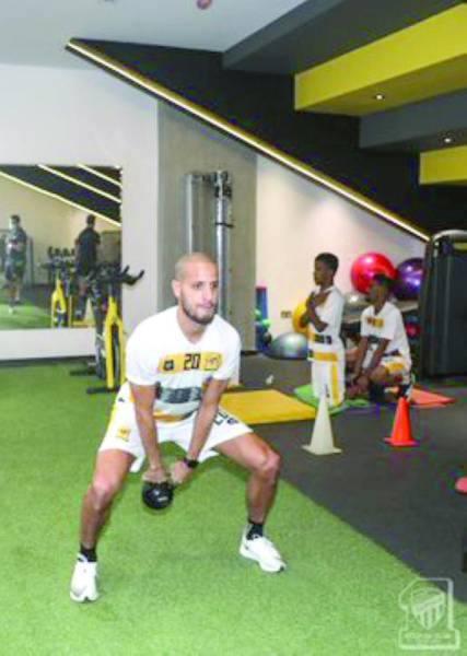 الأحمدي يؤدي تدريبات بدنية أمس