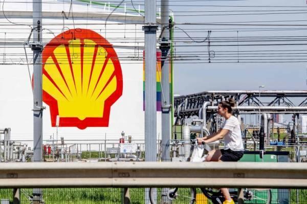 شل تلغي آلاف الوظائف مع هبوط الطلب على النفط بسبب أزمة كورونا