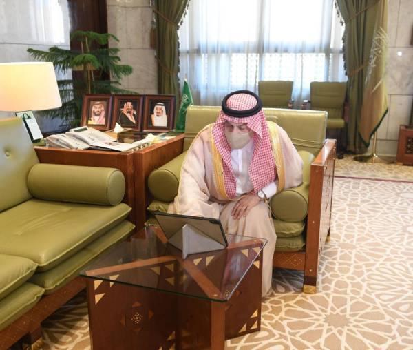 أمير الرياض يدشن الحملة التوعوية بسرطان الثدي