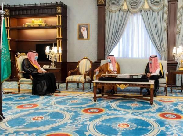 أمير الباحة يبحث دعم خدمات الاتصالات وتقنية المعلومات بالمنطقة