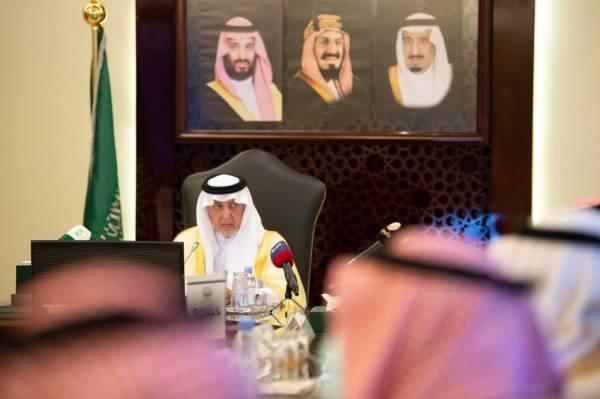 في اجتماع غير عادي.. أمير مكة يدشّن  8 مشروعات للطرق بمحافظات المنطقة