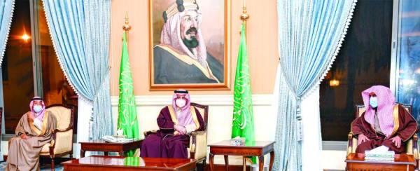 فهد بن سلطان خلال المجلس الأسبوعي