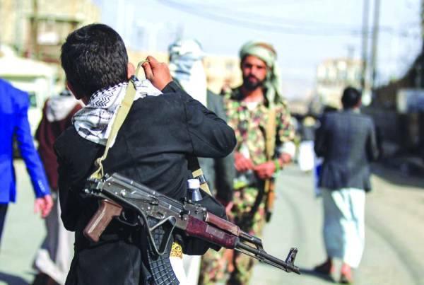 مليشيا الحوثى تستخدم العنف والسلاح فى التعامل مع اليمنيين فى مناطق سيطرتها