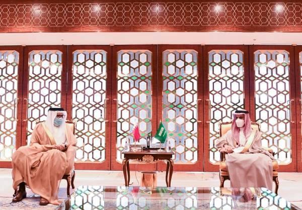 وزير الخارجية يستعرض مع نظيره البحريني الأوضاع الإقليمية والدولية