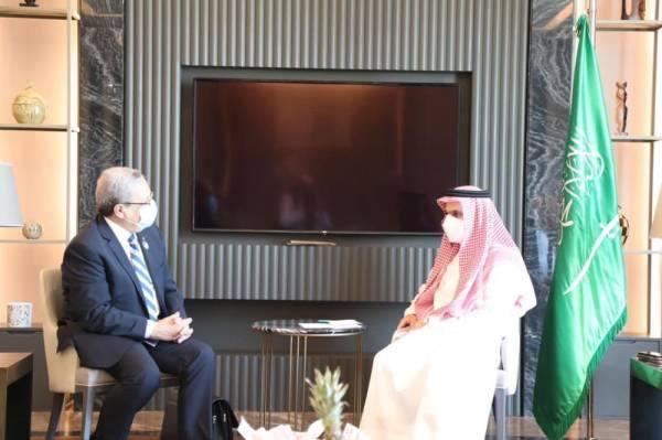 فيصل بن فرحان يبحث العلاقات الثنائية مع وزير الشؤون الخارجية التونسي