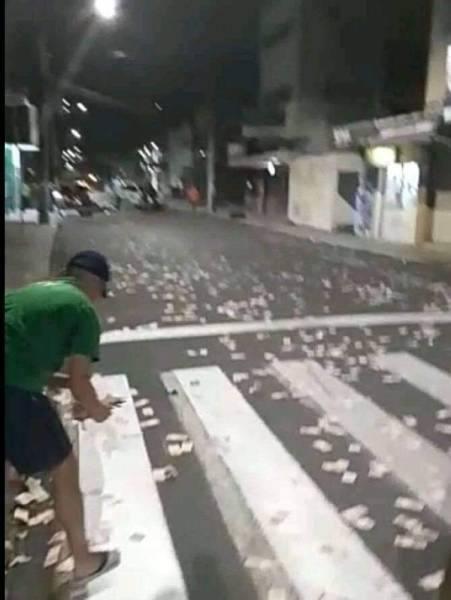 البرازيل : عصابة مسلحة تسطو على 4 بنوك.. وتنثر الأموال لتعطيل الشرطة