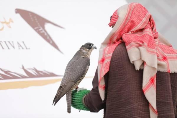 تتويج الفائزين بالأشواط الثلاثة في مهرجان الملك عبدالعزيز للصقور