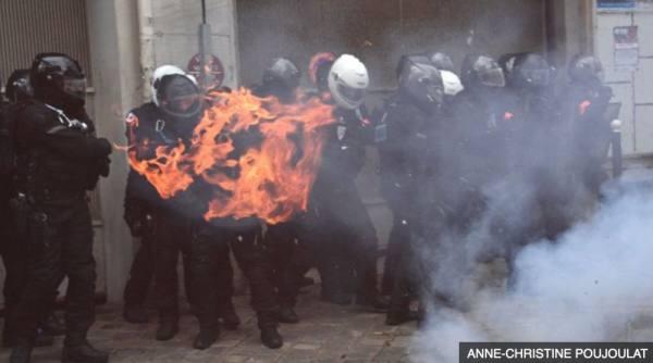 فرنسا: اشتباكات عنيفة في باريس ضد قانون