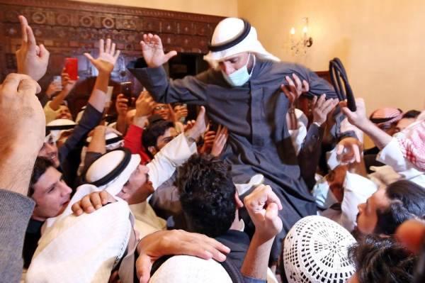 الكويت : الشيخ نواف الجابر يقبل استقالة الحكومة بعد الانتخابات البرلمانية