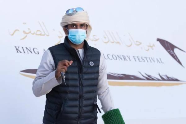 إماراتي يشارك بـ 22 صقراً في مهرجان الملك عبدالعزيز