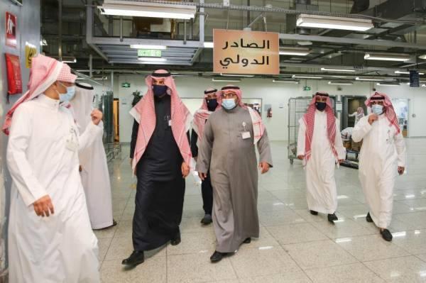 محافظ الجمارك يزور البريد السعودي