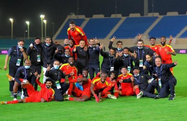 لاعبو القادسية يحتفلون بفوزهم على الشباب أمس الأول
