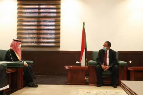 وزير الخارجية يبحث مع القيادة السودانية مستجدات الأوضاع الإقليمية والدولية