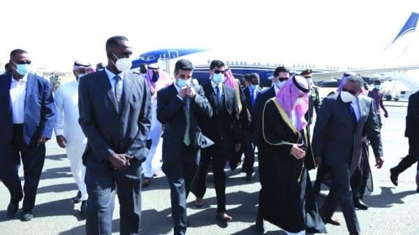 وزير الخارجية  السوداني في استقبال الأمير فيصل بن فرحان