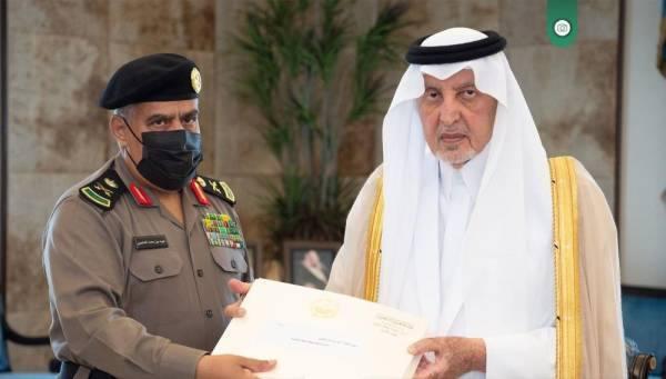 الفيصل يكرم عدداً من رجال الأمن بالمنطقة