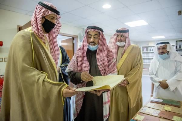 سفير الكويت يشيد بمركز الوثائق والمخطوطات في القصيم