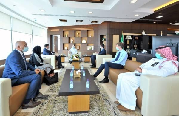 رئيس غرفة جازان يبحث مع السفير البريطاني سبل الاستثمار في معظم المجالات الواعدة
