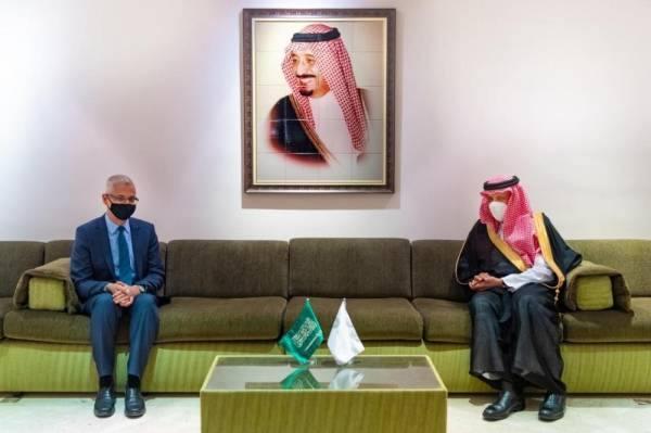 سلطان بن سلمان يستقبل سفير أستراليا