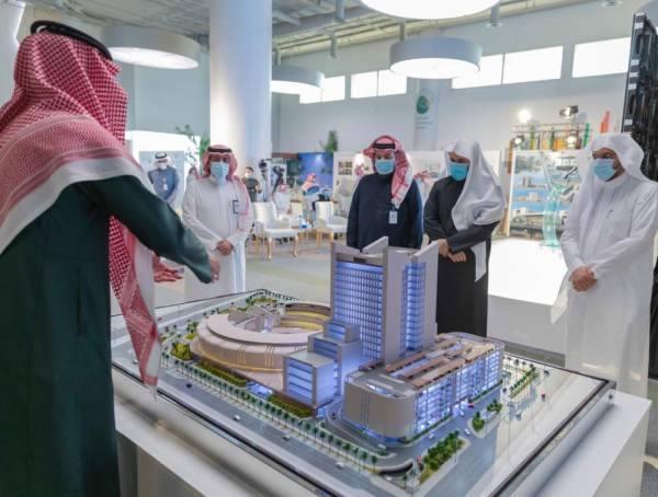 وزير العدل ومحافظ هيئة عقارات الدولة يستعرضان تصاميم مباني مجمعات المحاكم