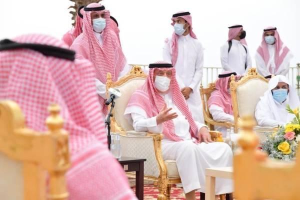 أمير جازان يتفقد محافظة الدرب ويلتقي الأهالي