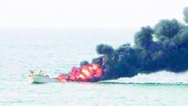 التحالف: تدمير زورقين حوثيين مفخخين جنوب البحر الأحمر