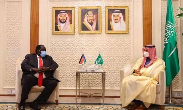 وزير الخارجية يستقبل مستشار رئيس جنوب السودان للشؤون الأمنية والمبعوث الخاص
