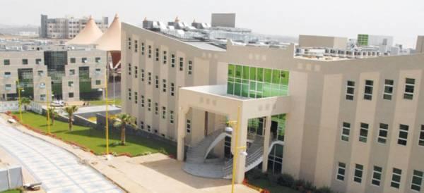 جامعة الملك خالد تكرم الفائزين في برامج مؤسسة
