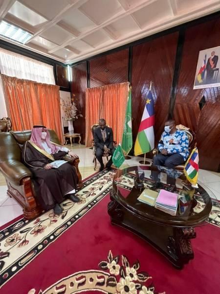 قطان يبحث مع رئيس أفريقيا الوسطى سبل تعزيز العلاقات الثنائية