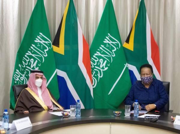 وزير الخارجية: توافق حيال العديد من الموضوعات مع جنوب أفريقيا