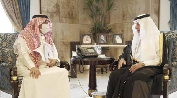 أثناء لقاء سموه مع وزير الحج